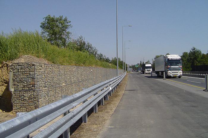M0-M6 csomópont zajvédő falat megtámasztó támfal (2008)